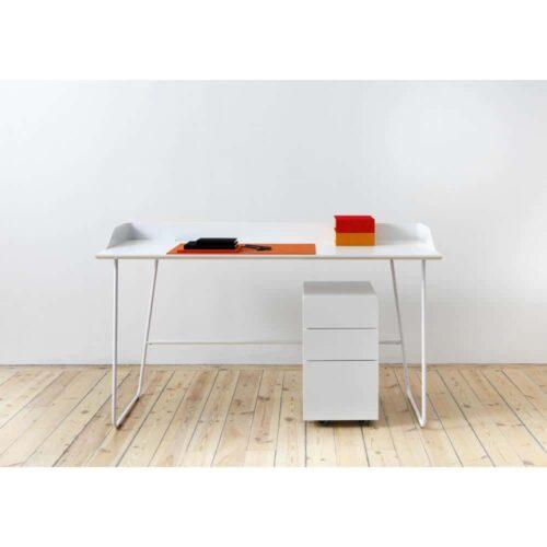 overtime-skrivbord-vit-sarg