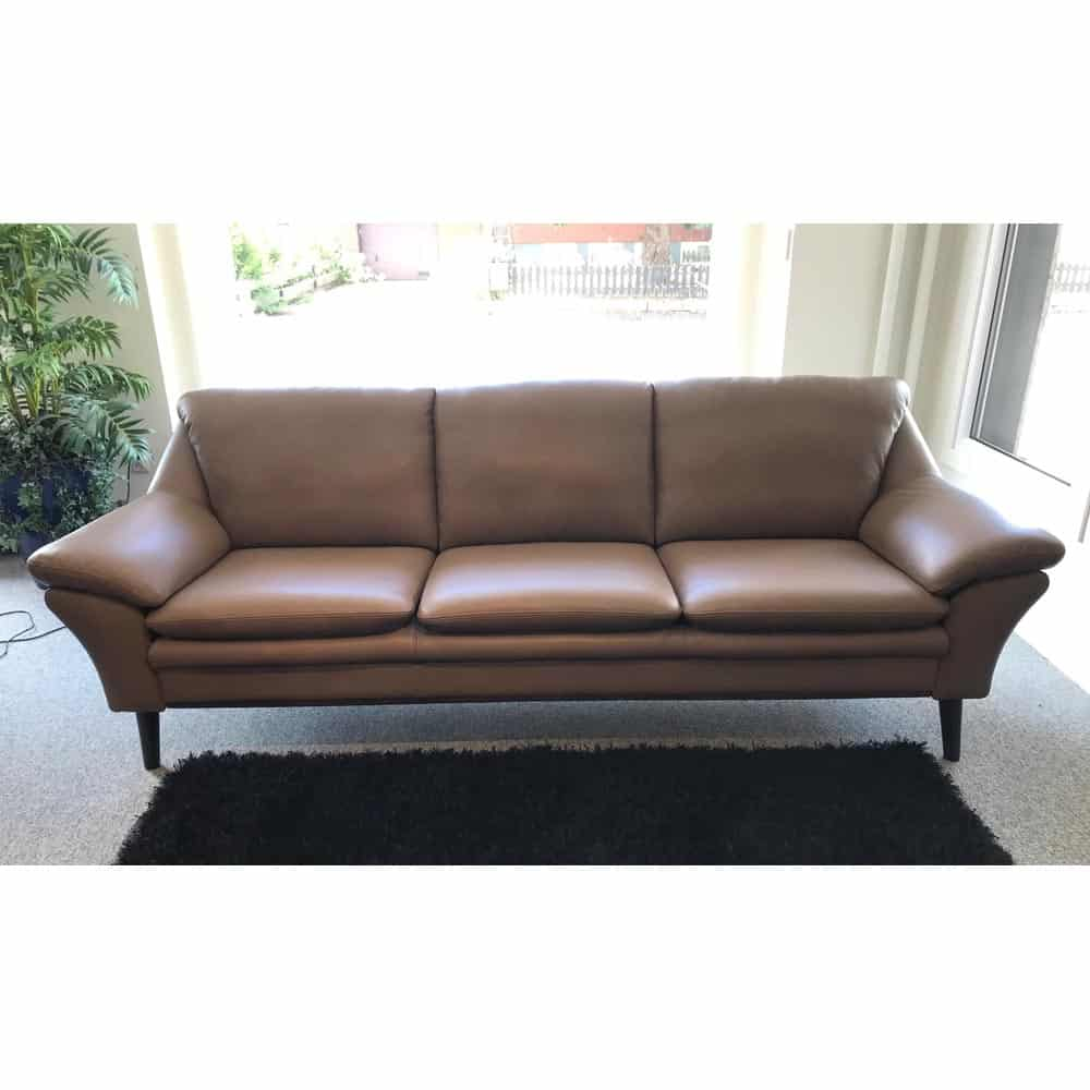 Splitter nya Fly soffa 3-sits - läder 8025sv nougat - Nilssons Möbler i Lammhult AB LP-76